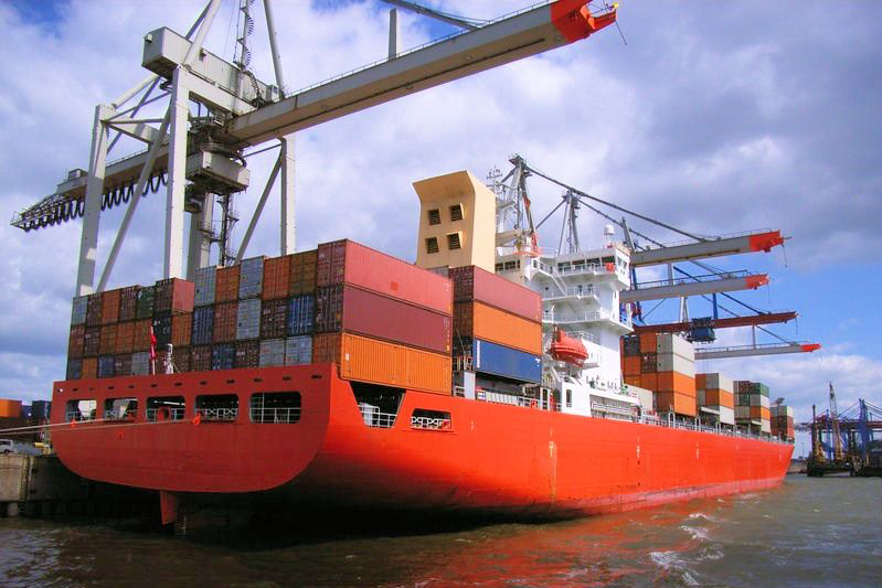Containerschiff in Hamburg
